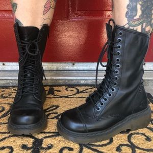Dr Martens Doc Martens 14 Eyelet Boots with Zipper